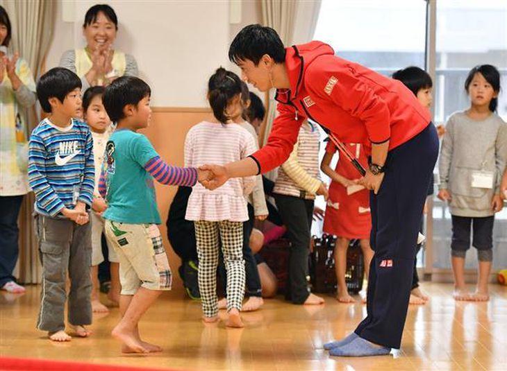 【テニス】錦織、園児と交流 来春から勝利数に応じてテニス用具を寄贈