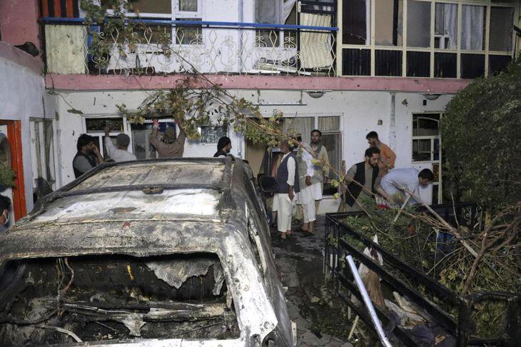 米軍による空爆で破壊されたカブールの民家(AP)
