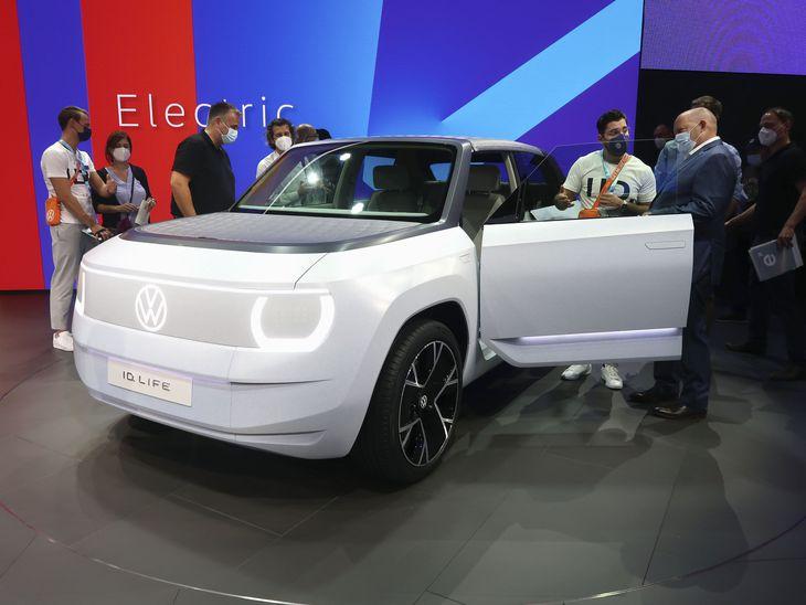 国際自動車ショーで展示されたフォルクスワーゲン(VW)車=7日、ドイツ・ミュンヘン(共同)