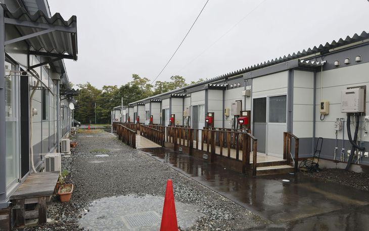 宮城県丸森町の仮設住宅。台風被害から2年となった現在も被災者は仮住まいを強いられている=12日午前