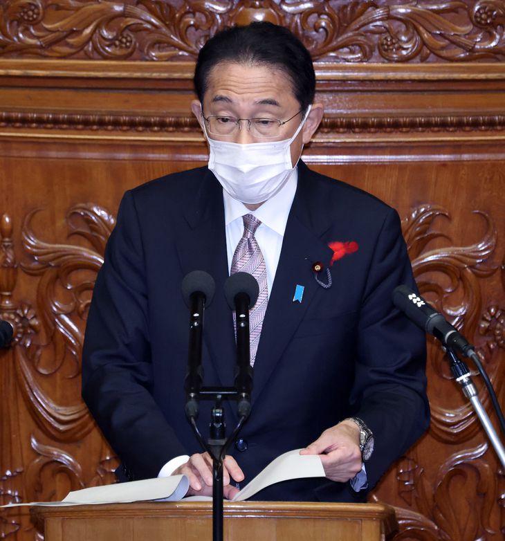 衆院本会議で代表質問に答弁する岸田文雄首相=11日午後、国会(春名中撮影)