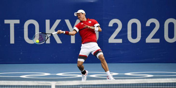 男子シングルス1回戦 錦織圭のプレー=有明テニスの森公園