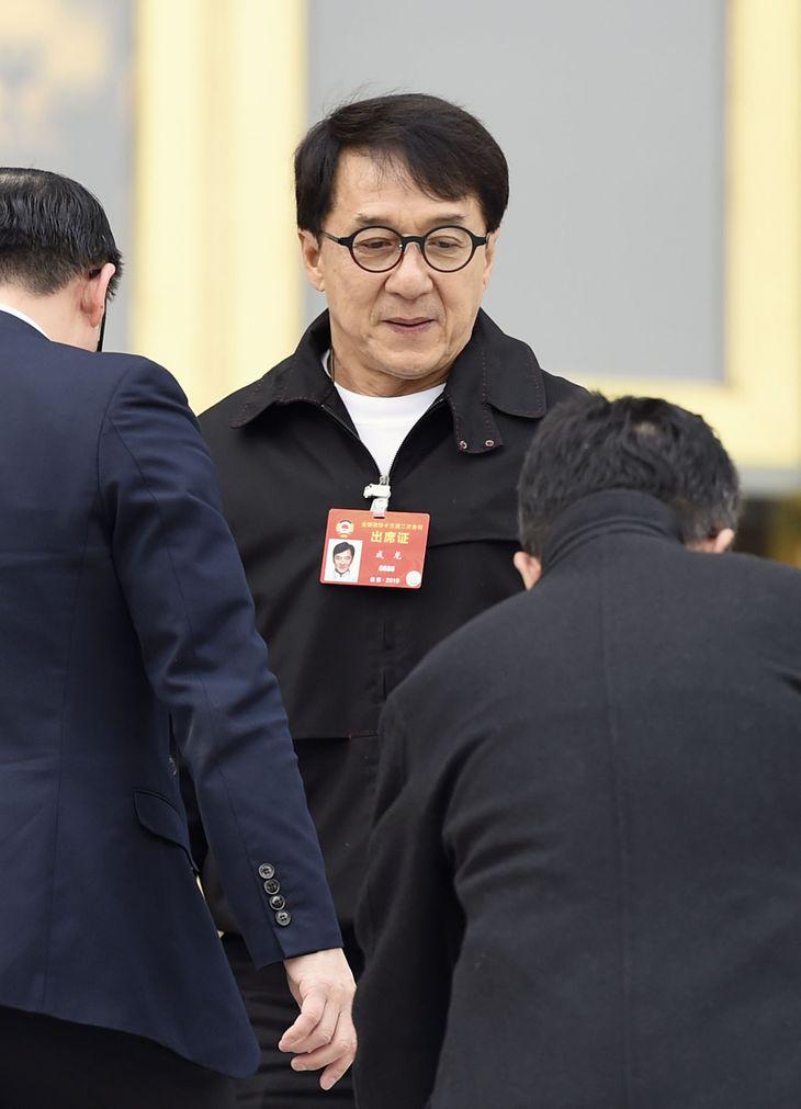 2019年3月、中国の人民政治協商会議に臨むジャッキー・チェン氏=北京の人民大会堂(共同)
