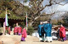 「春日若宮おん祭り」で行われた御旅所祭の神事=17日、奈良市の春日大社