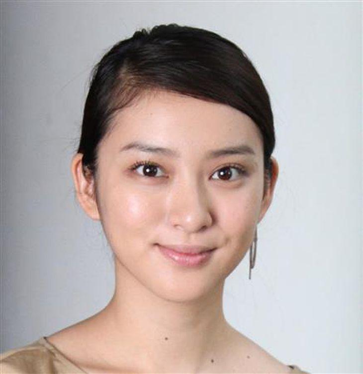 EXILEのボーカル、TAKAHIROとの結婚と妊娠を発表した女優、武井咲