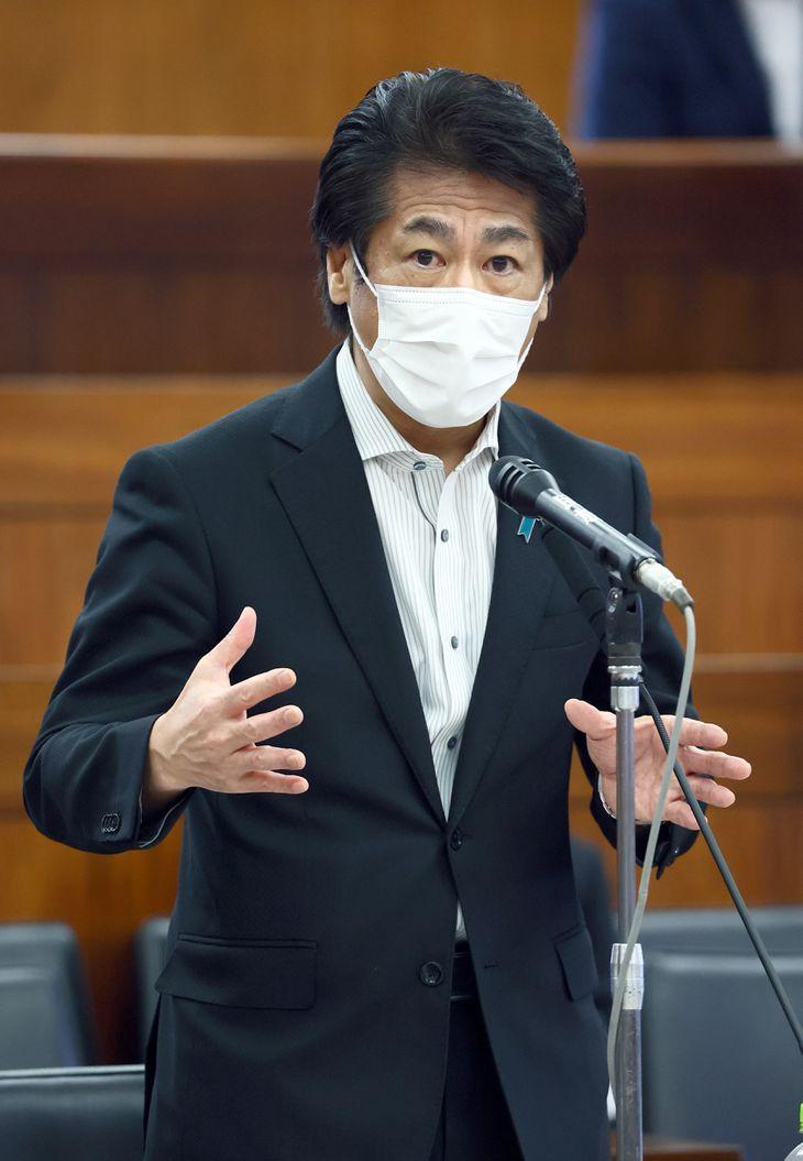 田村憲久厚労相=16日午前、参院第43委員会室(春名中撮影)