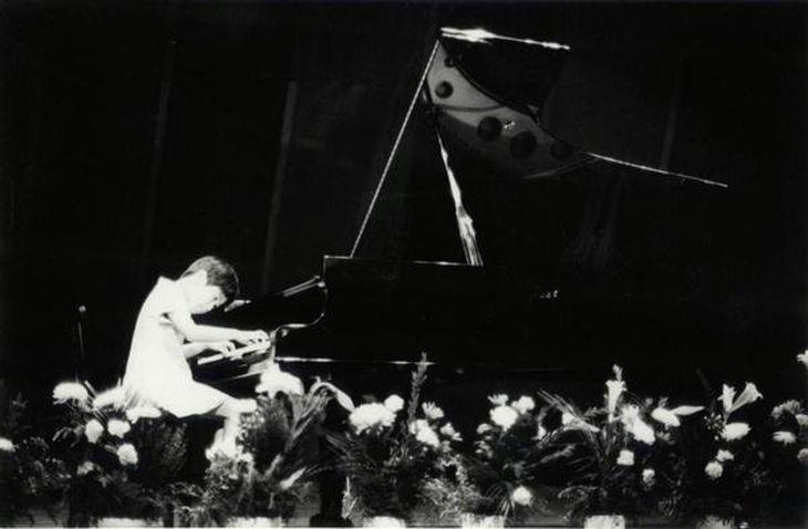 小学校4年生の時、吉田見知子ピアノ教室の発表会で演奏