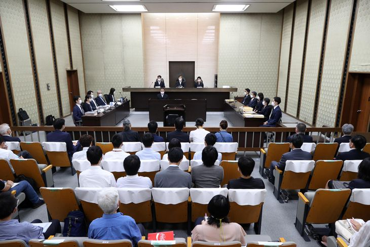 オプジーボの特許をめぐる訴訟の口頭弁論が開かれた大阪地裁の法廷=2日午前、大阪市北区(恵守乾撮影)