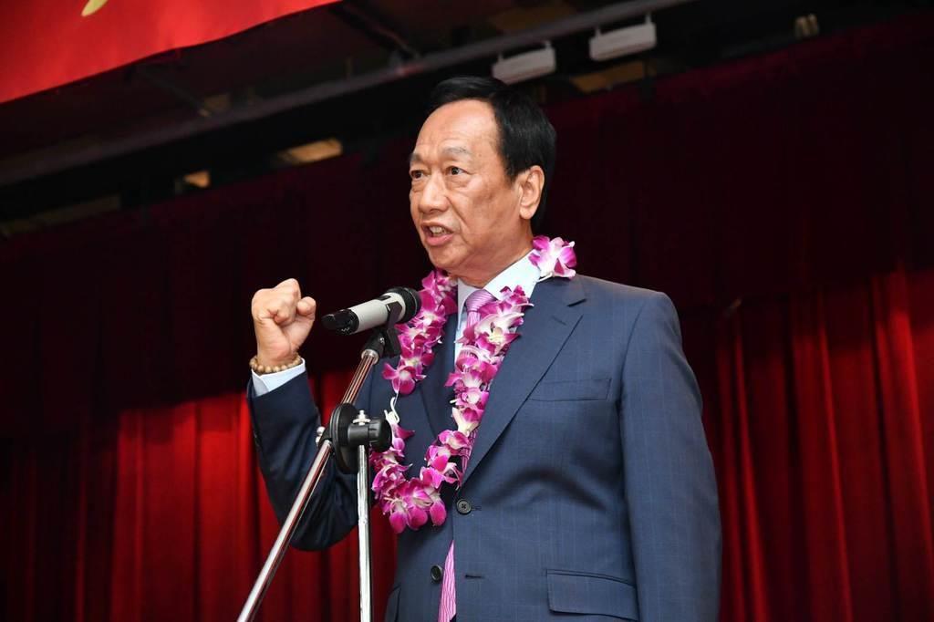 21日、台湾北部・新北市の鴻海精密工業本社で、総統選に向けた決意を示す郭台銘氏(鴻海提供)