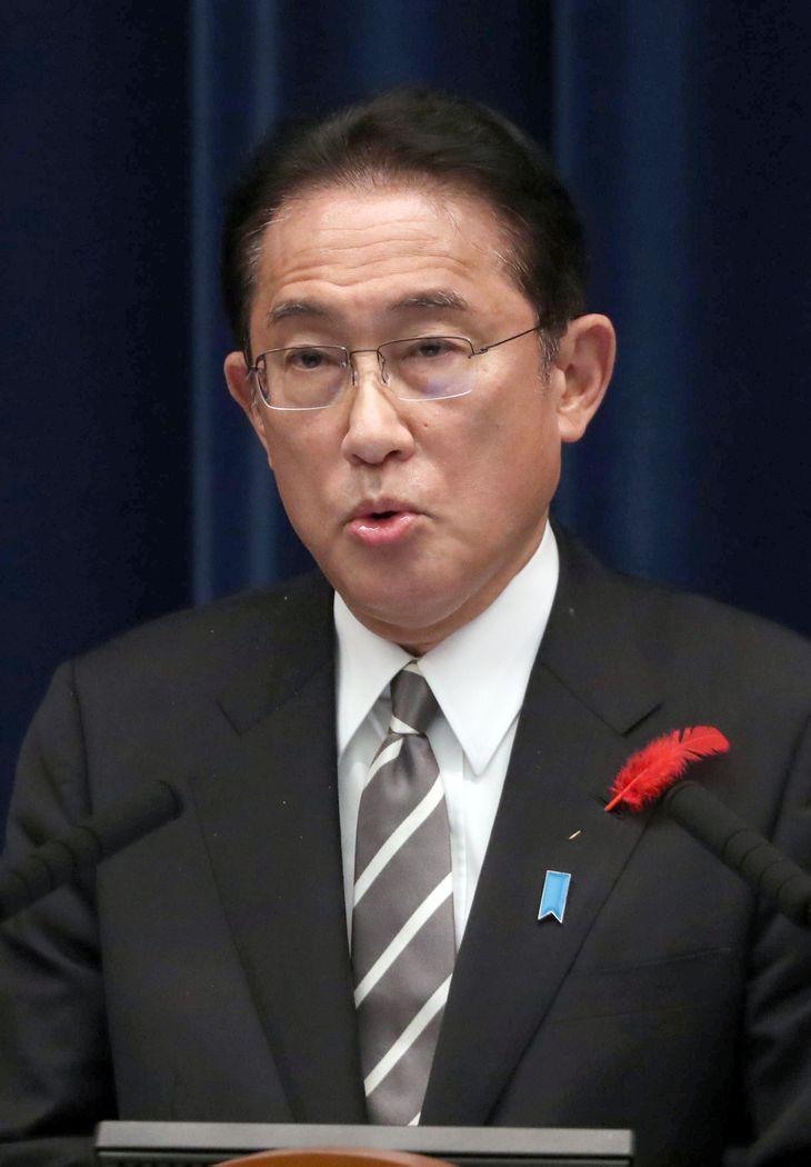 会見する岸田文雄首相=14日午後、首相官邸(矢島康弘撮影)