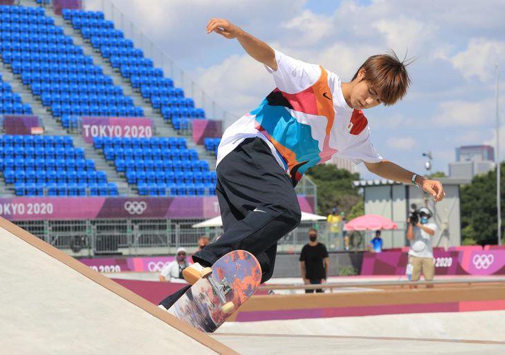 スケートボードの初代五輪王者となった堀米雄斗の予選のラン=25日、有明アーバンスポーツパーク(松永渉平撮影)