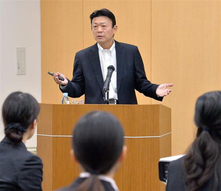 「次代人財養成塾 One-Will」の特別講師として登壇したUBICの守本正宏社長