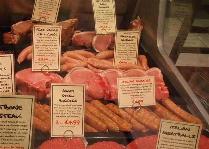 アイルランドの精肉店で売られるハムやソーセージ。IARCの発表は、日本よりも欧米諸国に大きな衝撃を与えた