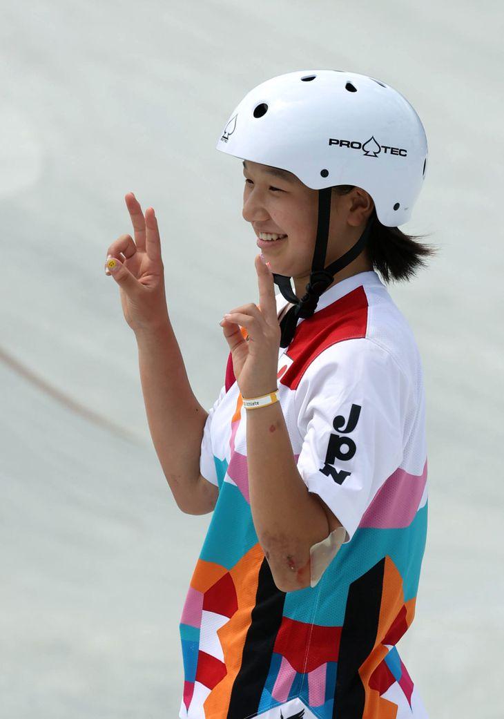 笑顔を見せる西矢椛=26日、有明アーバンスポーツパーク(川口良介撮影)