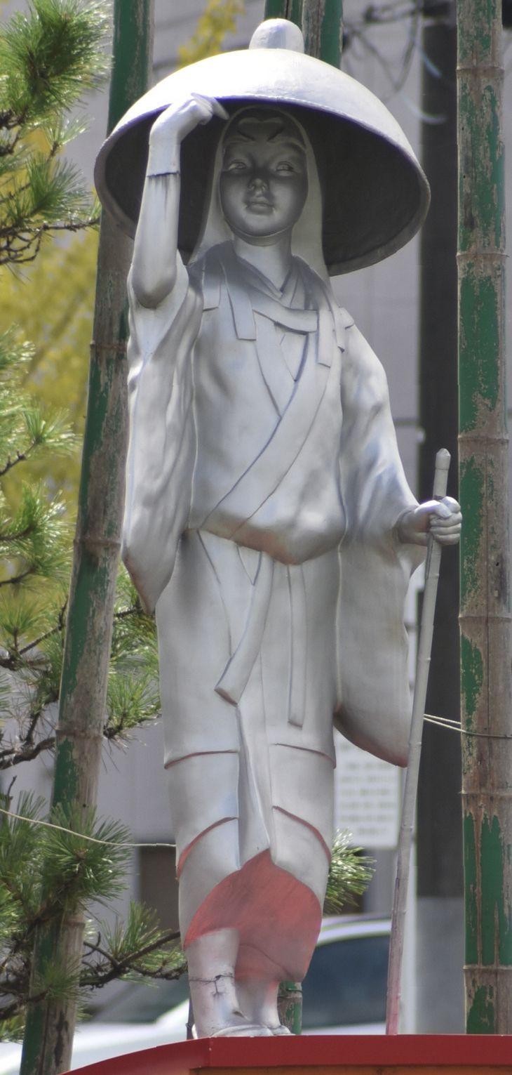 更級日記の作者、菅原孝標女の像=10日、千葉県市原市五井中央東(平田浩一撮影)