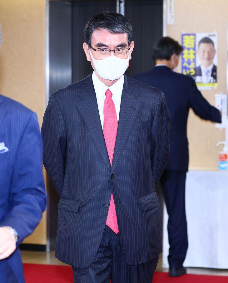 自民党の河野太郎広報本部長(春名中撮影)