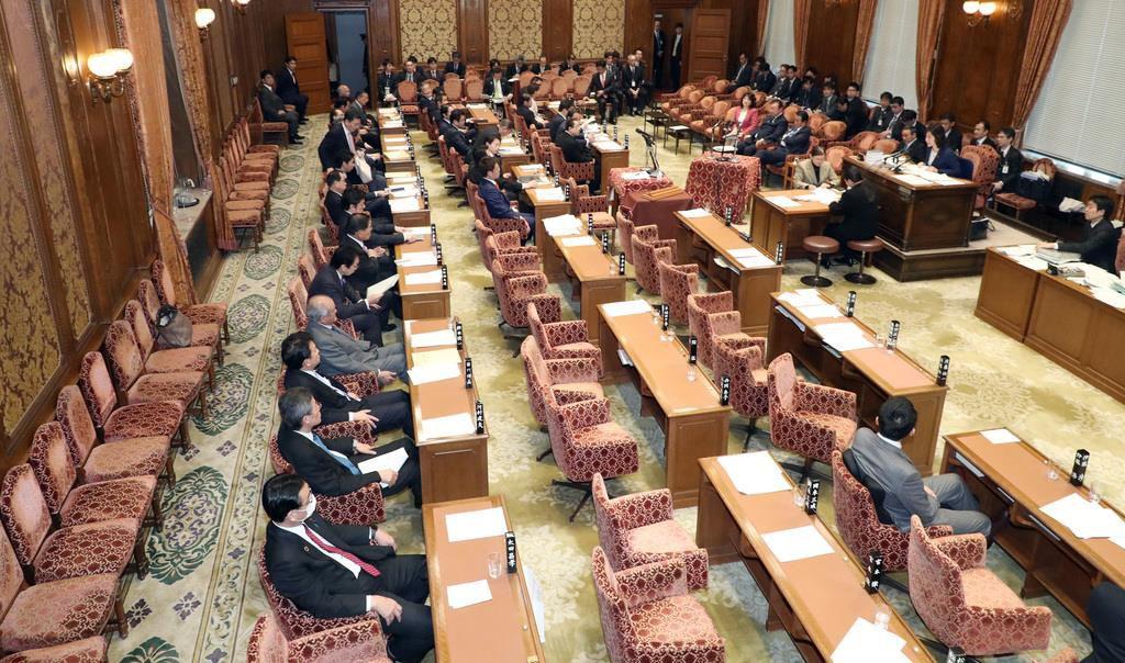 桜田義孝五輪相の出席遅れで衆院予算委員会は中断のまま午前の審議を終えた=21日午後、国会・衆院第1委員室(春名中撮影)