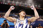 体操の男子種目別鉄棒決勝で演技を終え、ガッツポーズする橋本大輝=有明体操競技場