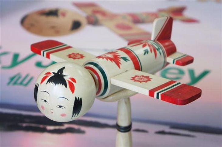 【トレンド日本】こけし収集が第3次ブームに…「こけ女」全国に増殖中! 飛行機、ダースベーダー、ミッフィーとのコラボも…