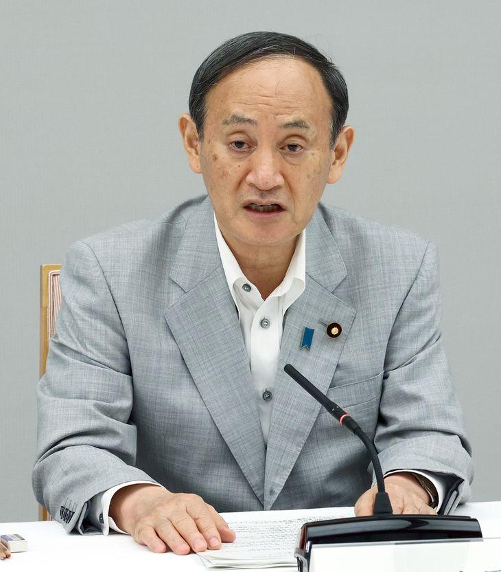 新型コロナウイルス感染症対策の進捗に関する関係閣僚会議で発言する菅義偉首相=21日午後、首相官邸(春名中撮影)