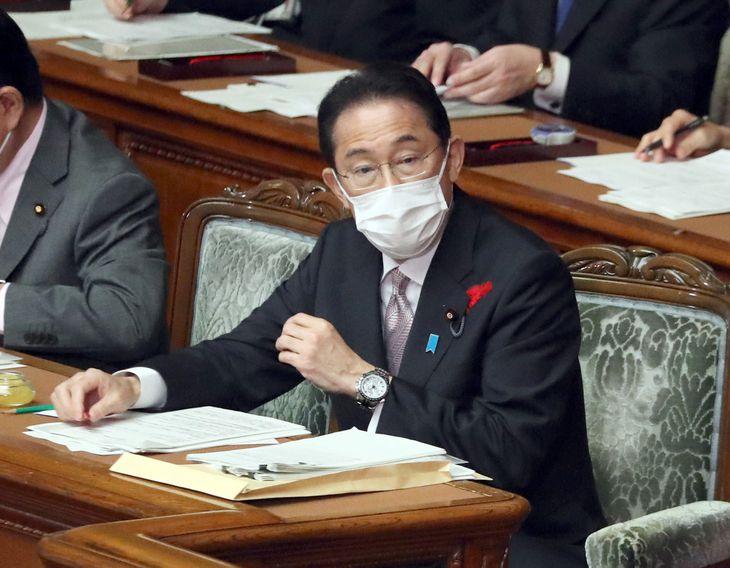 衆院本会議で代表質問に臨む岸田文雄首相=11日午後、国会(矢島康弘撮影)