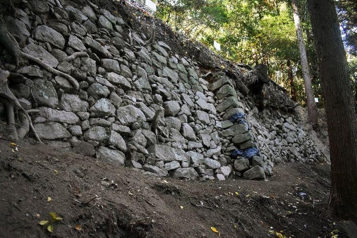 飯盛城の石垣