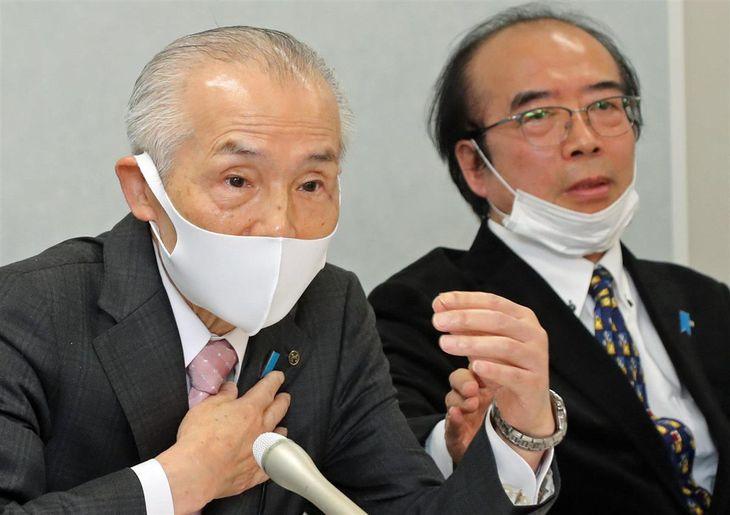 提訴後に記者会見するフジ住宅の今井光郎会長(左)と、南木隆治さん=17日午後、大阪市北区(彦野公太朗撮影)