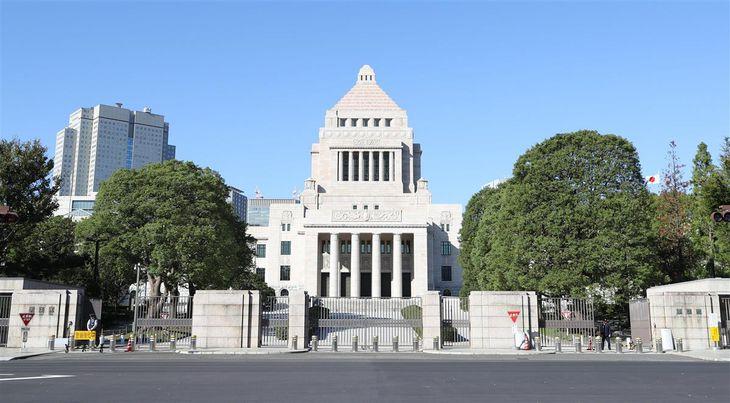 国会議事堂=東京都千代田区(春名中撮影)