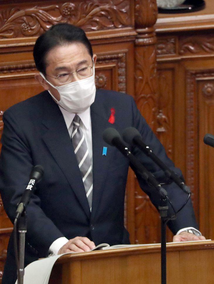衆院本会議で所信表明演説を行う岸田文雄首相=8日午後、衆院本会議場(矢島康弘撮影)