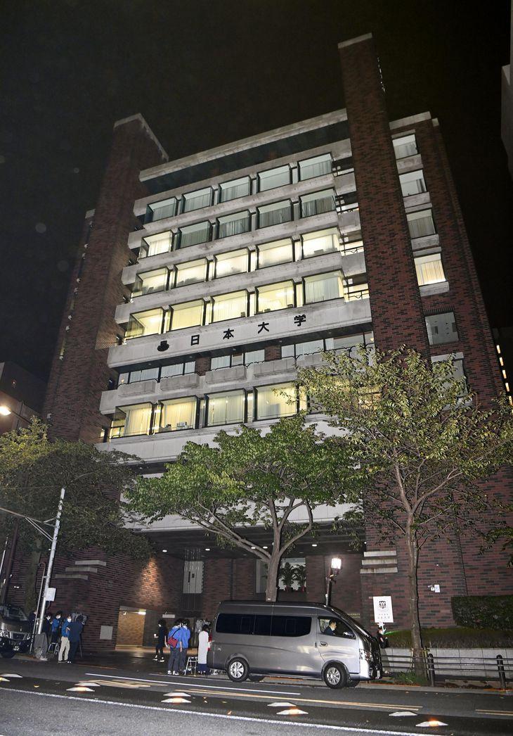 東京地検特捜部が家宅捜索に入った日本大学本部=9月、東京都千代田区