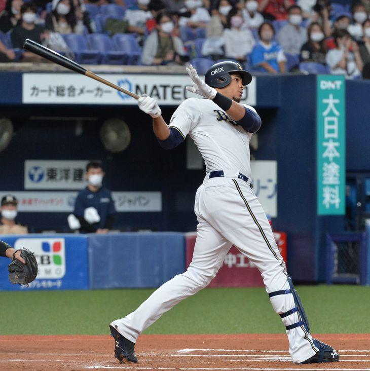 【プロ野球オリックス対日本ハム】6回、3点本塁打を放つオリックス・スティーブン・モヤ=京セラドーム大阪(撮影・薩摩嘉克)