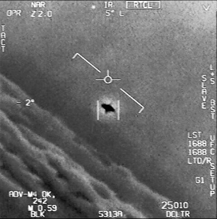 米海軍が撮影した「未確認空中現象」とされる映像。昨年4月に公開された(米国防総省提供)