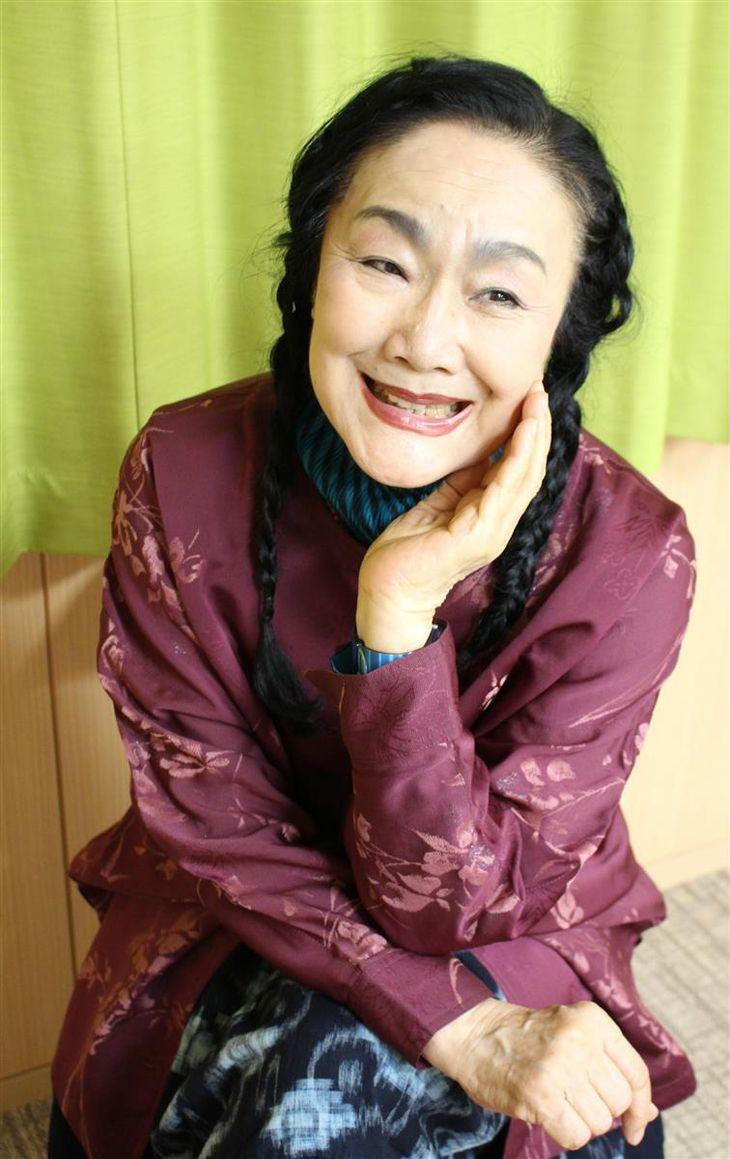 「コロナなんかに演劇が負けるわけないでしょ」と笑う白石加代子さん