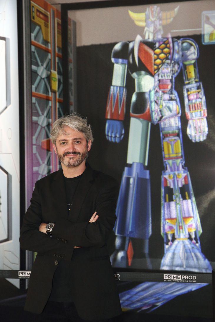 「UFOロボ グレンダイザー」の展覧会で、展示の前に立つ企画者のジェレミー・セロヌさん=14日、パリ日本文化会館(共同)
