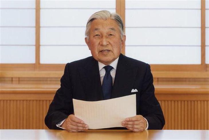 象徴としてのお務めについての「お気持ち」をビデオメッセージで表明される天皇陛下(宮内庁提供)