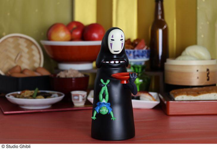 カオナシの「もっと!むしゃむしゃ貯金箱」(C)Studio Ghibli