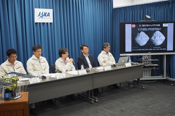 小惑星探査機「はやぶさ2」の状況について会見するチーム=19日、東京都千代田区のJAXA東京事務所(草下健夫撮影)