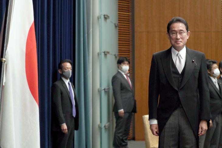 初の首相会見に臨む岸田文雄首相=4日午後、首相官邸(矢島康弘撮影)