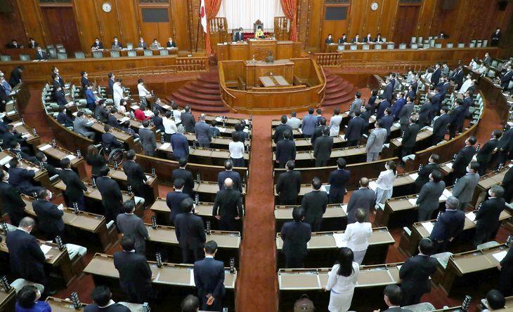 参院本会議(萩原悠久人撮影)