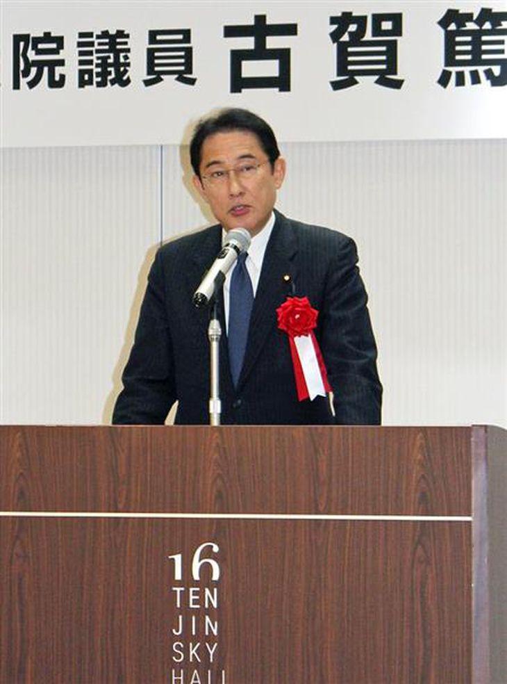 自民党総裁選での安倍晋三首相支持を訴える岸田文雄政調会長=24日午後、福岡市