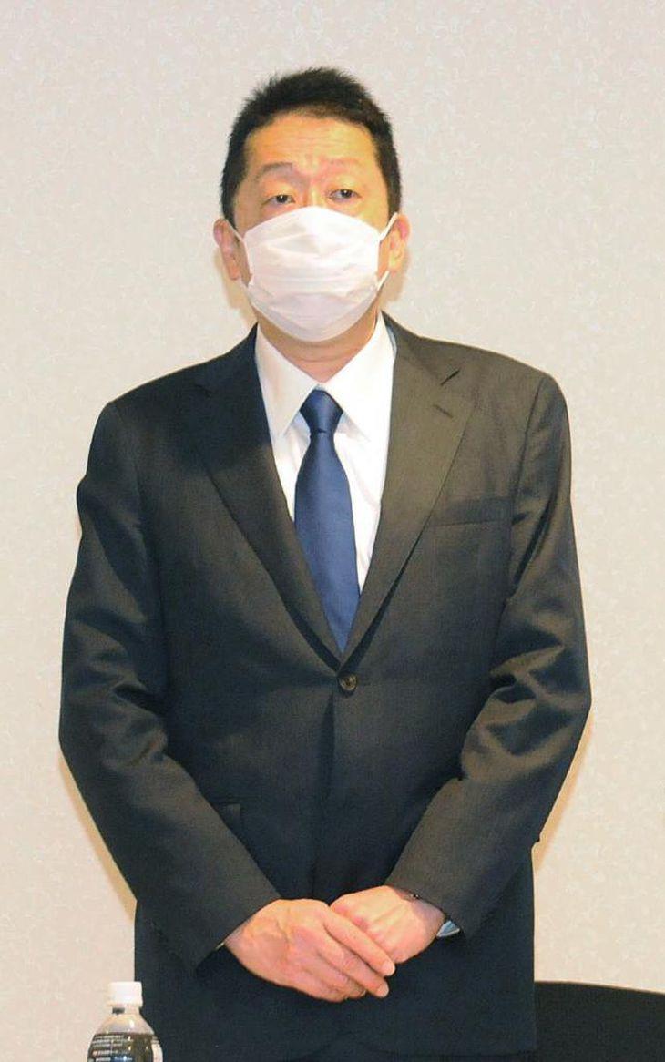 本多氏は会見で、議員辞職の経緯などを語った=7月28日、札幌市内