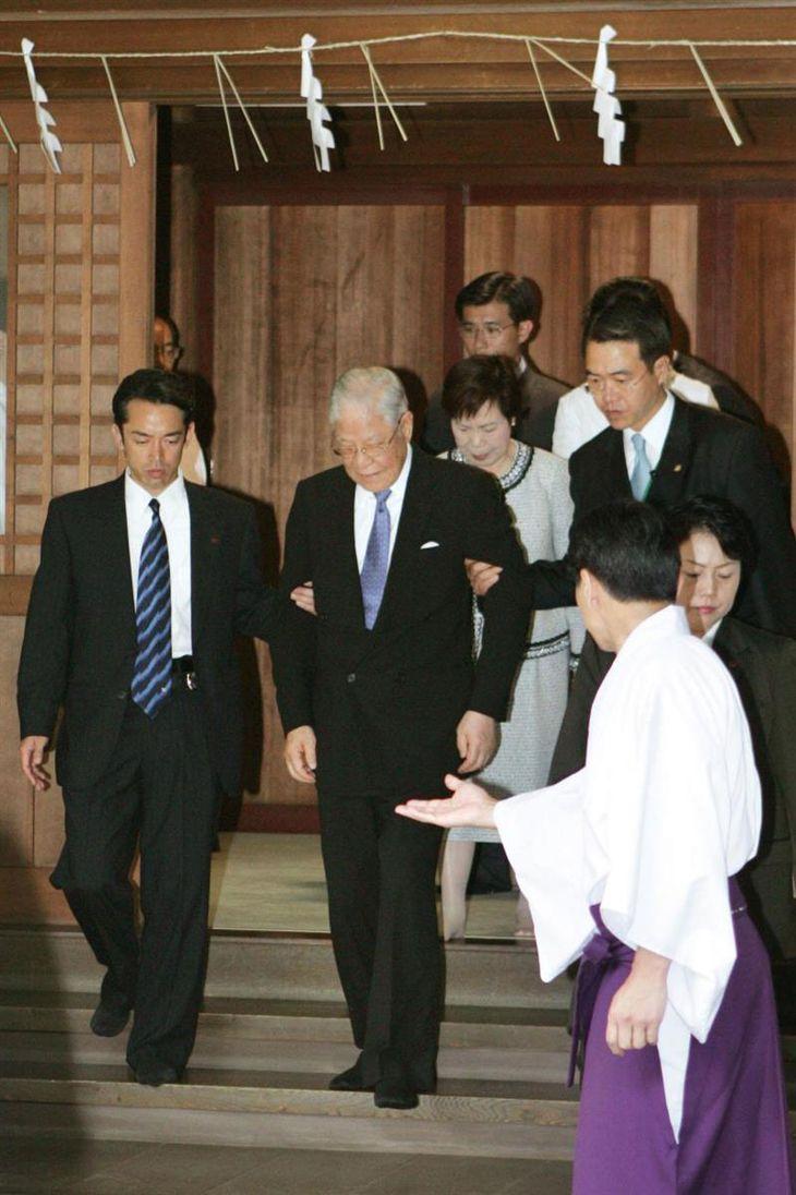 平成19年6月、靖国神社を参拝した台湾の李登輝元総統=東京・九段北