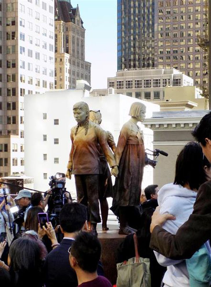 セント・メリーズ公園展示スペースに設置された慰安婦像=9月22日、米カリフォルニア州サンフランシスコ(中村将撮影)
