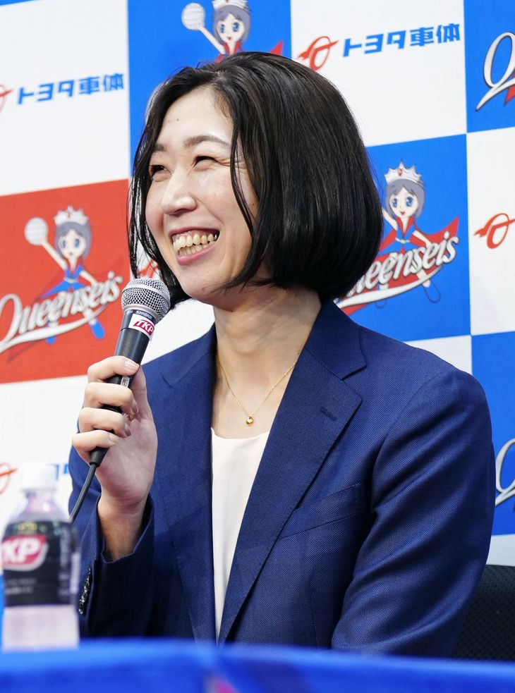 引退の記者会見をするバレーボール女子の荒木絵里香=5日、名古屋市
