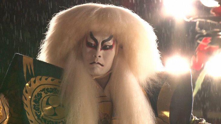 昨年9月、野外公演で雨の中「連獅子」を演じる中村勘九郎(C)フジテレビ