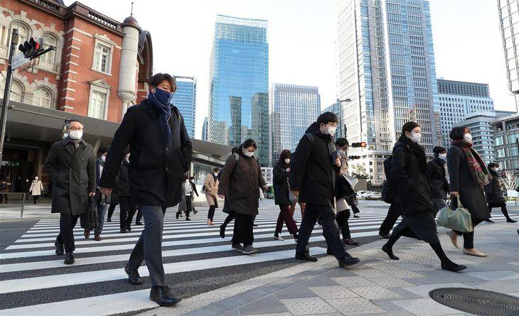 緊急事態宣言下、東京駅の出勤の様子=5日午前、東京都千代田区(松井英幸撮影)