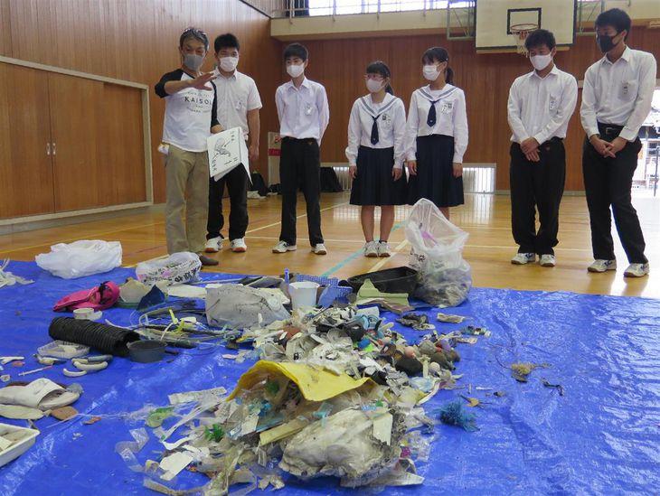 和歌山・友ケ島の漂着ごみを本格調査、地元の子供協力