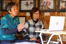 オンラインで伝承活動を行う田村孝行さん、弘美さん夫妻=4日、宮城県松島町(萩原悠久人撮影)