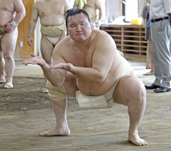 8月、両国国技館の相撲教習所の合同稽古で、すり足をする白鵬