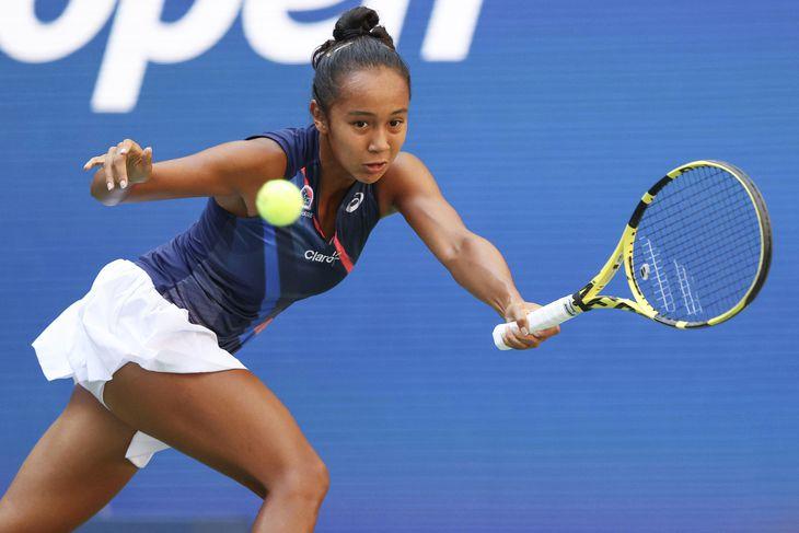 女子シングルス準々決勝でプレーするレイラ・フェルナンデス=ニューヨーク(ゲッティ=共同)
